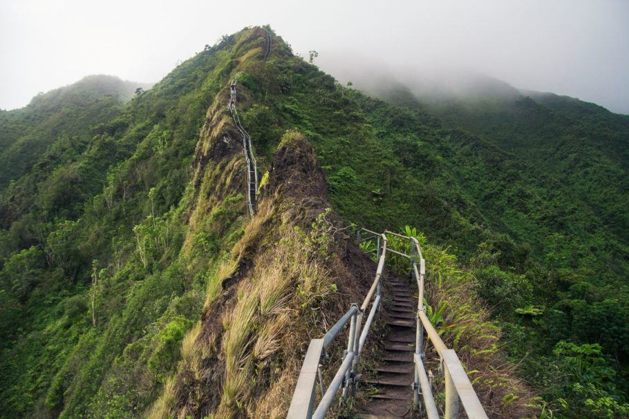 Вверх по «лестнице в небо» на Гавайях