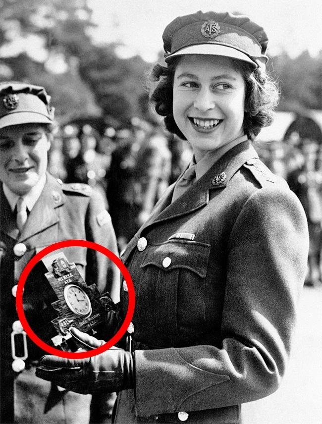 Елизавету II в составе вспомогательного территориального корпуса