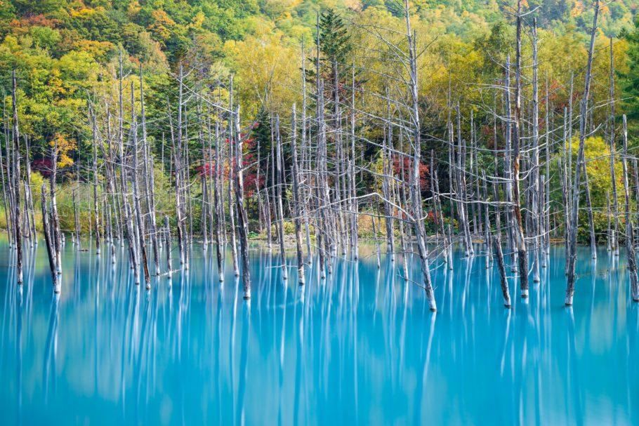 Голубой пруд Биэй в Японии