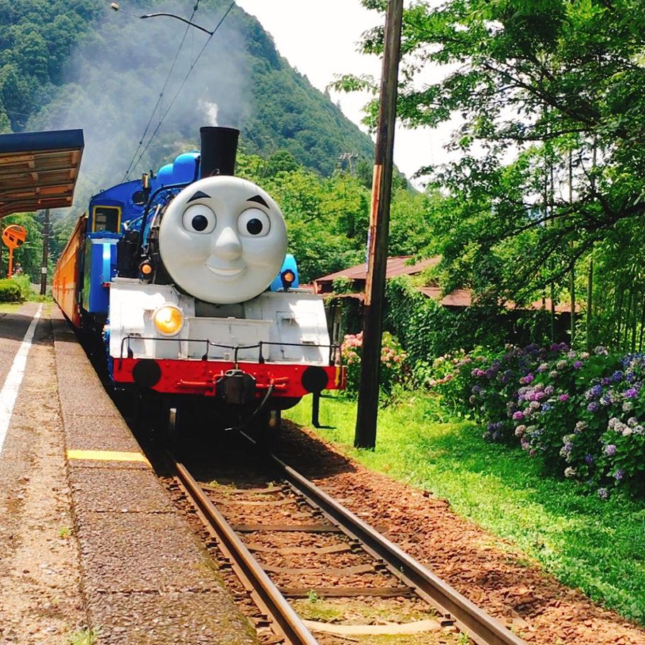 Веселый поезд