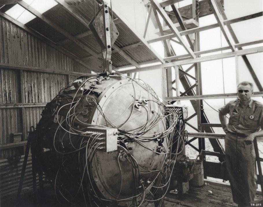 Одна из первых атомных бомб
