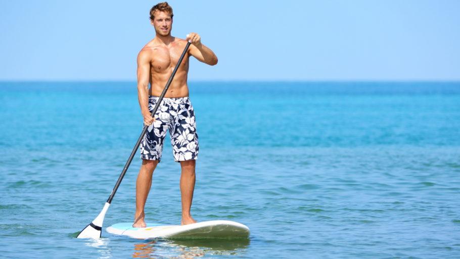Серфингист с веслом