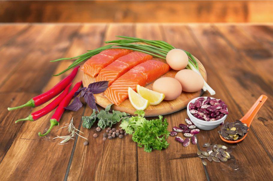 рыба яйца лук перец и другие продукты