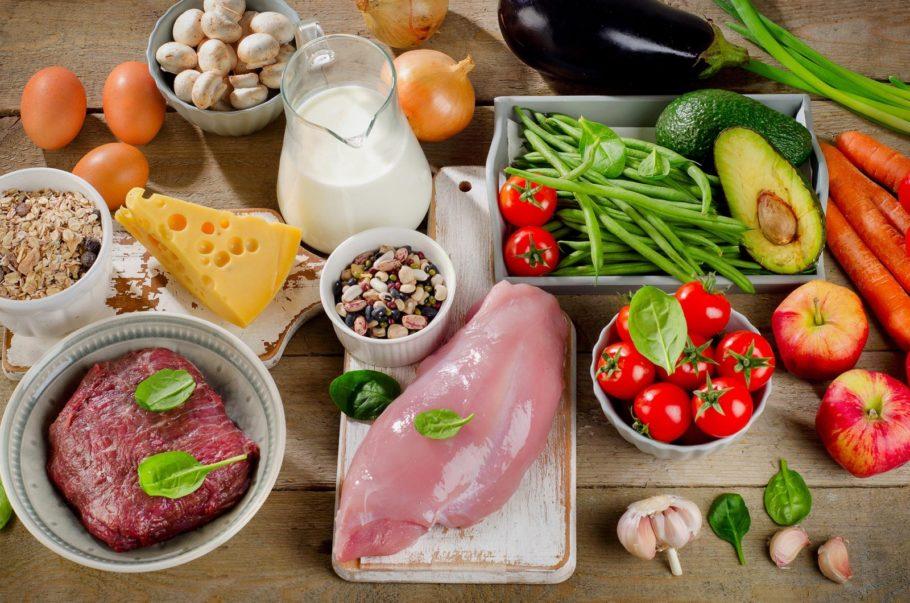 продукты питания на столе