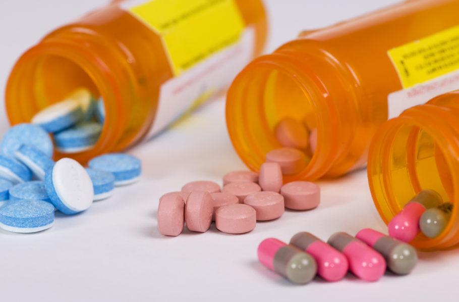таблетки высыпанные с упаковок