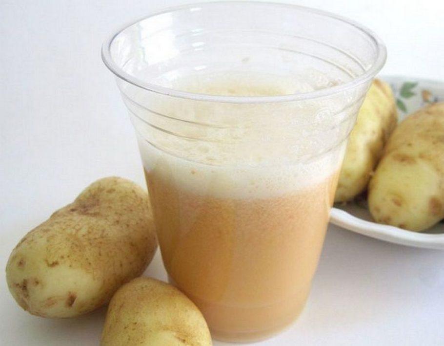 Картофель и картофельный сок в стакане