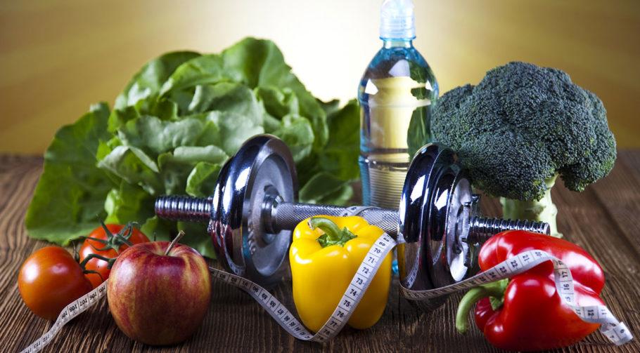 овощи, фрукты, зелень и гантель