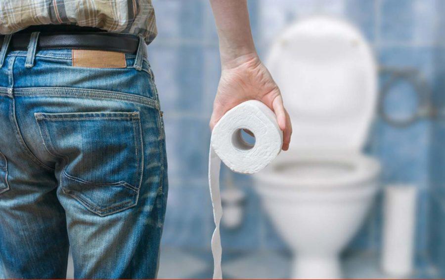 туалетная бумага в руке