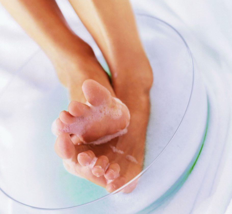 женские ноги в пене