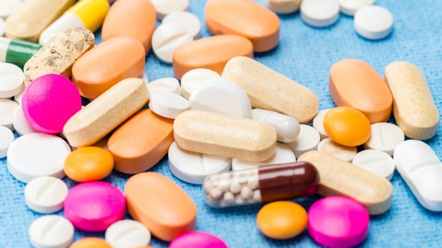 разные таблетки россыпью