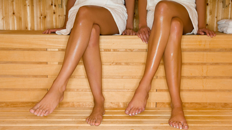 женские ноги в бане
