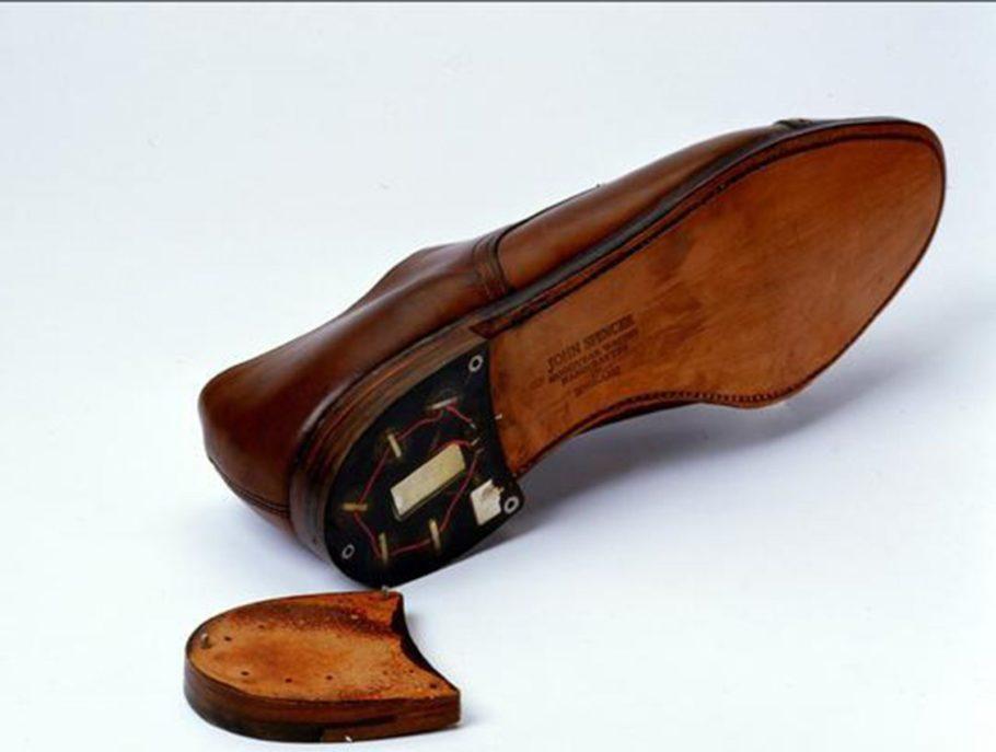 Туфли с передатчиком в каблуке