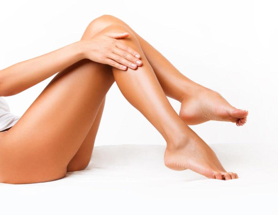 загорелые женские ноги