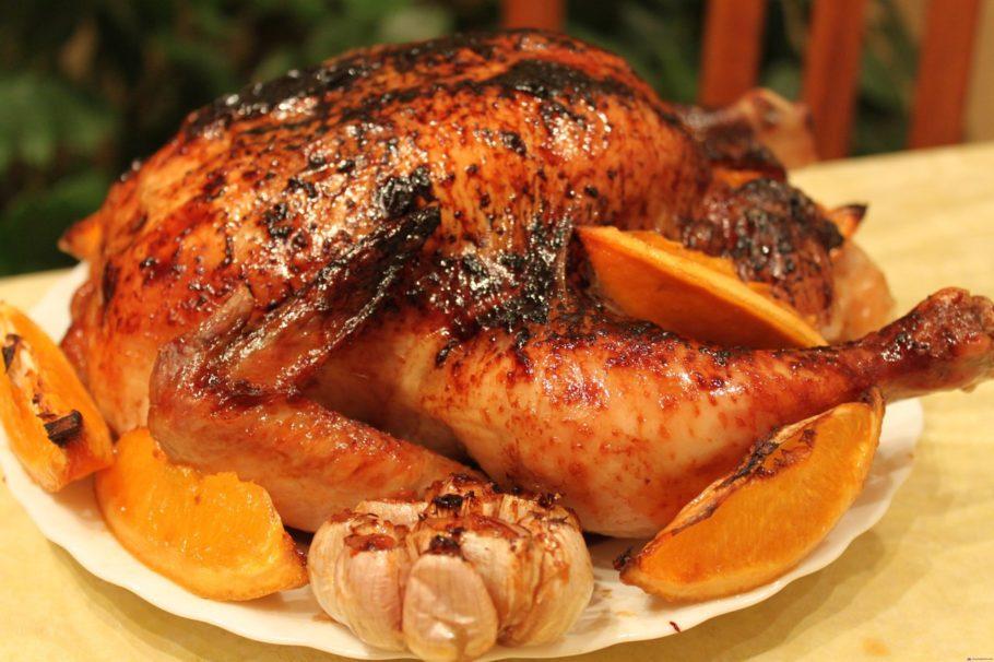 Запеченная курица с апельсинами и чесноком