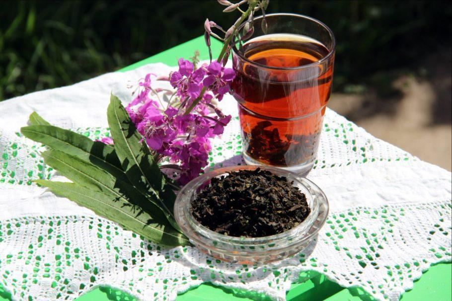 Чашка с чаем из иван-чая