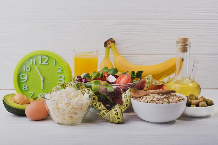 хлопья, овощи, фрукты и другие продукты питания