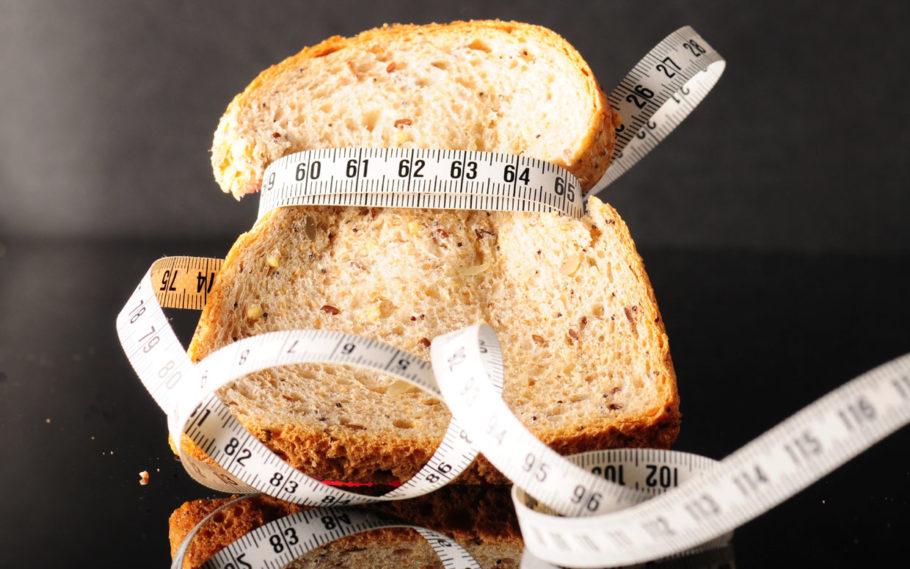 хлеб перетянутый сантиметром
