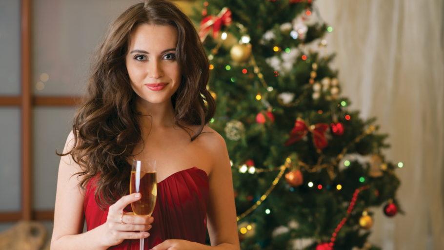 Девушка с бокалом шампанского