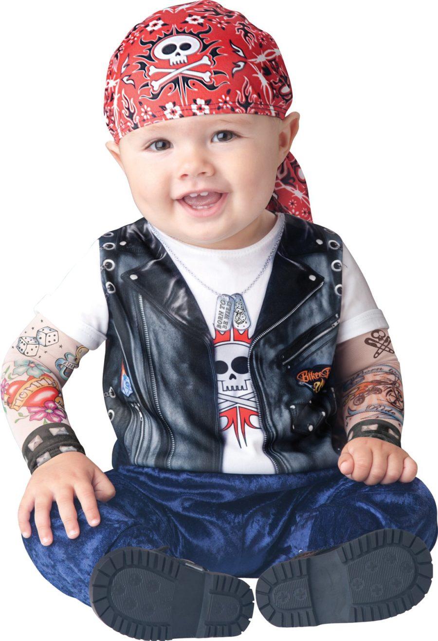 ребенок в костюме байкера
