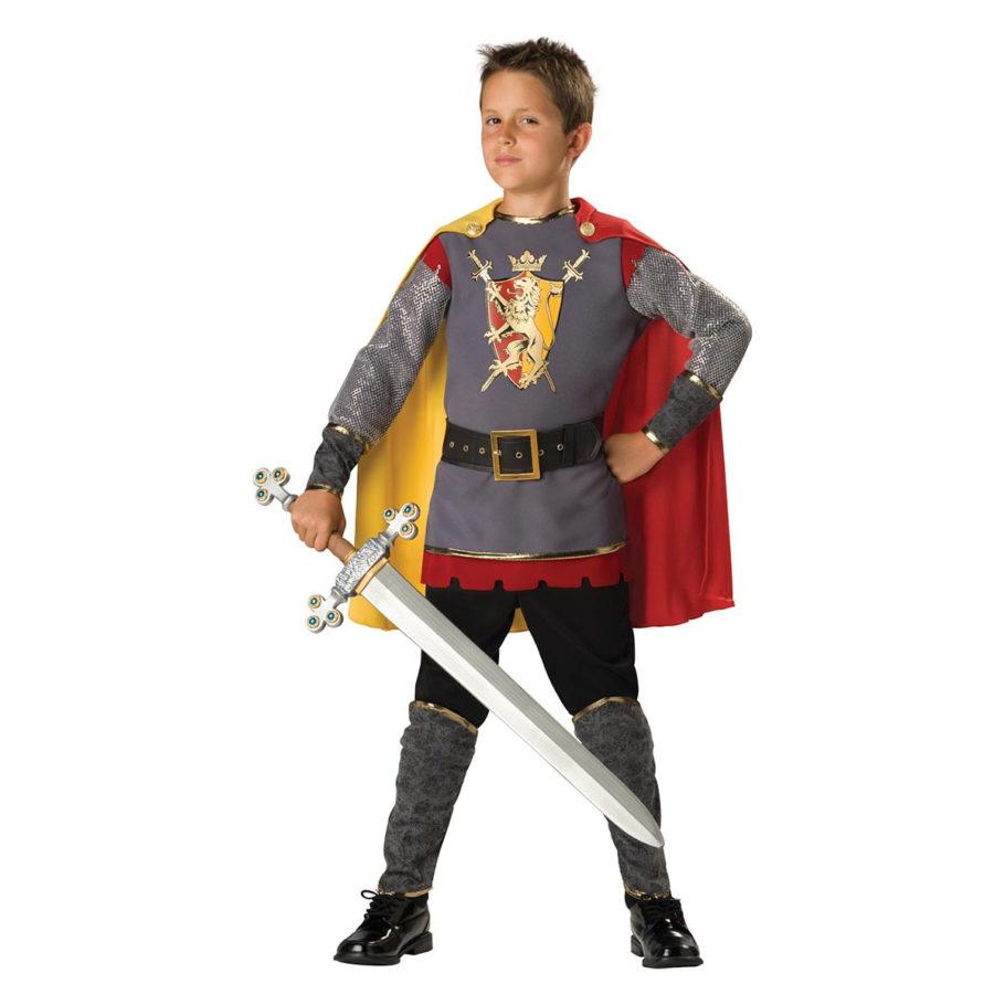 Мальчик в костюме короля