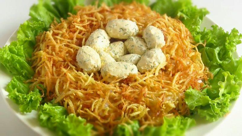 салат в виде птичьего гнезда