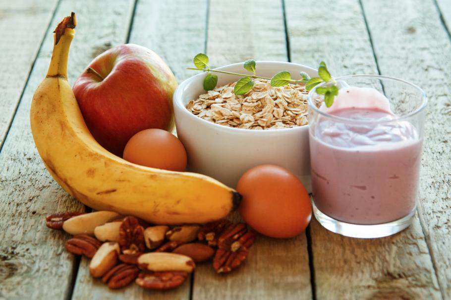 фрукты, орехи, хлопья и другие продукты