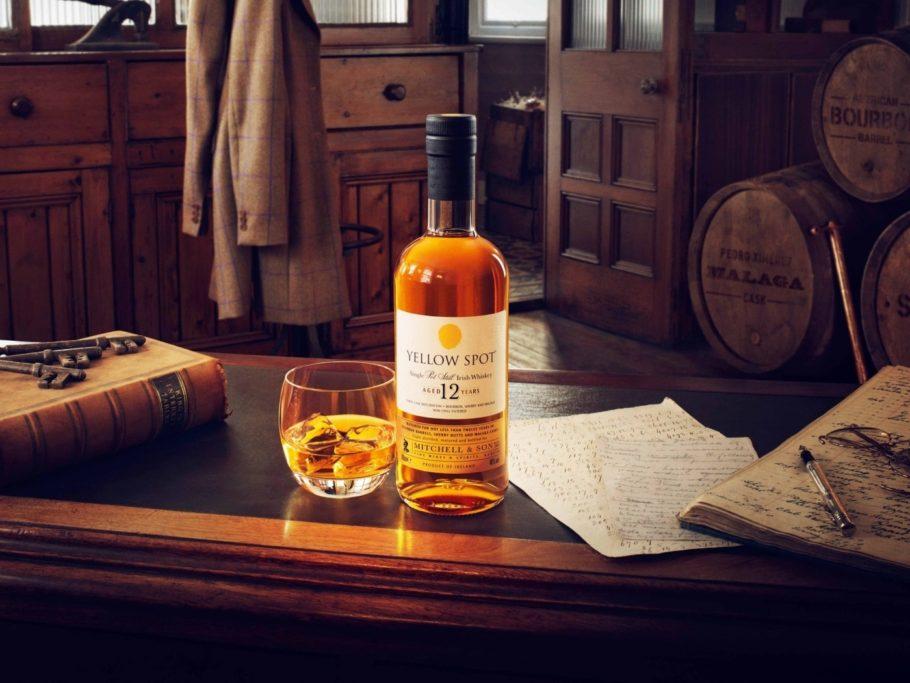 Виски на столе