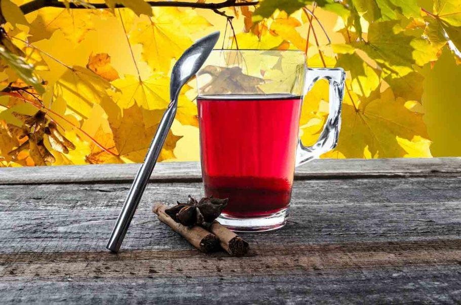 Чай из каркаде в чашке