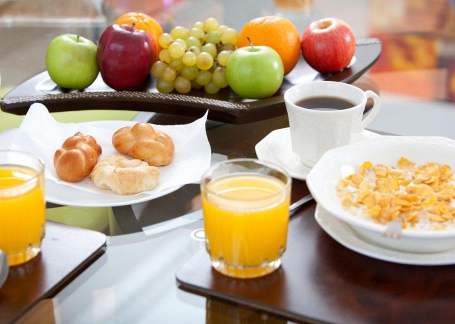 фрукты соки и кофе