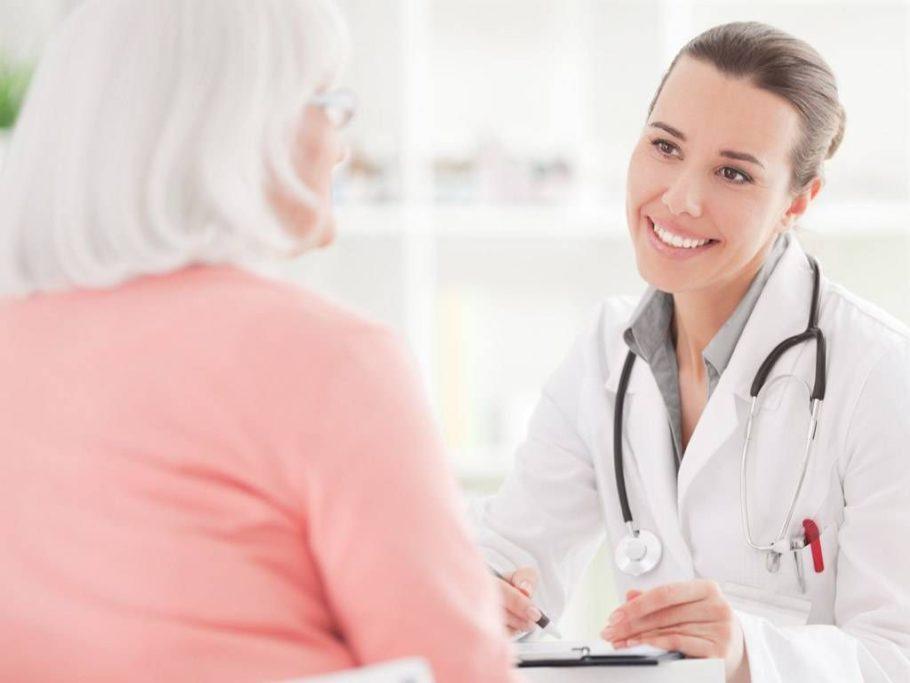 Доктор консультирует пациентку