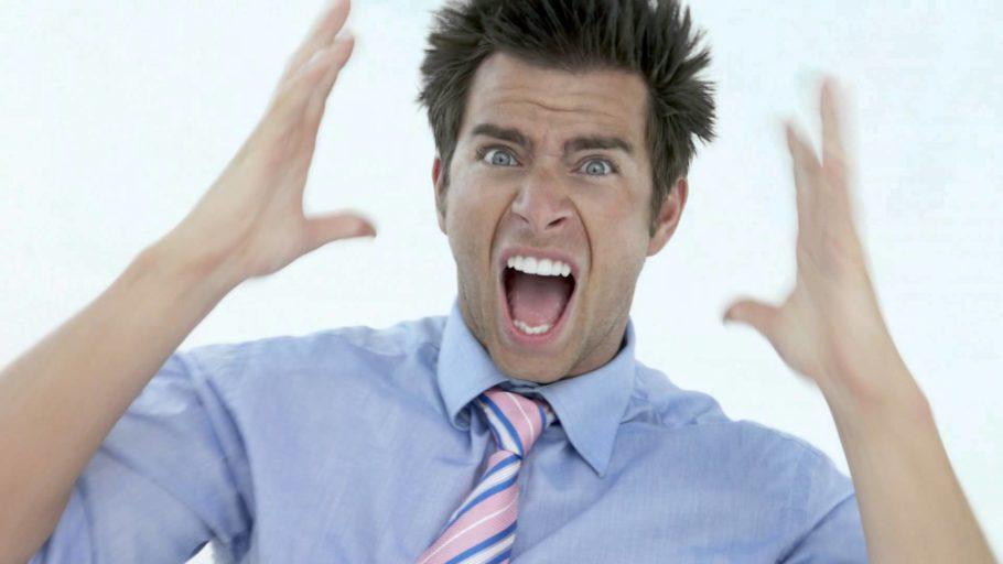 кричащий мужчина