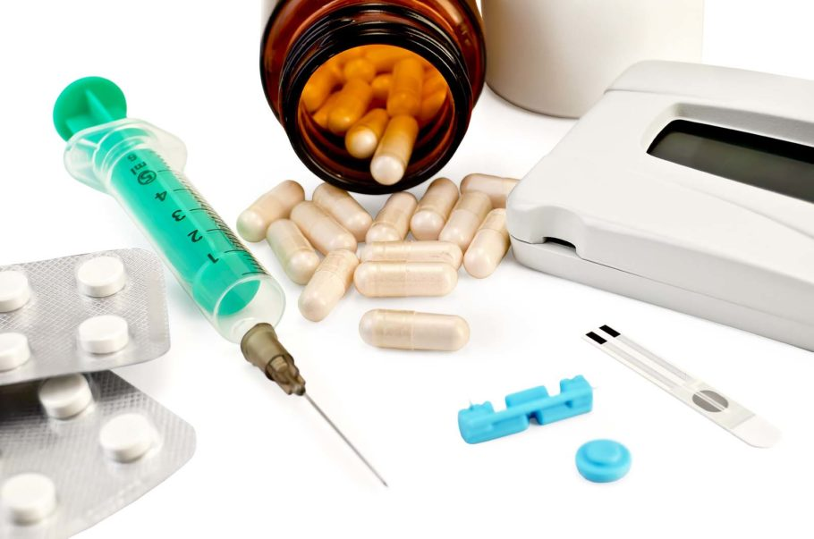 таблетки, капсулы и шприц