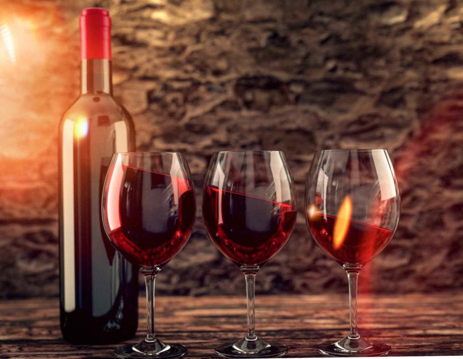 три бокала вина и бутылка