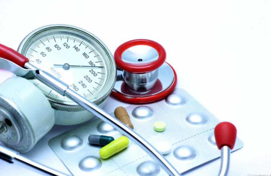 Препараты назначают, если немедикаментозная терапия 1 степени заболевания не дает положительного эффекта в течение 3-4 месяцев