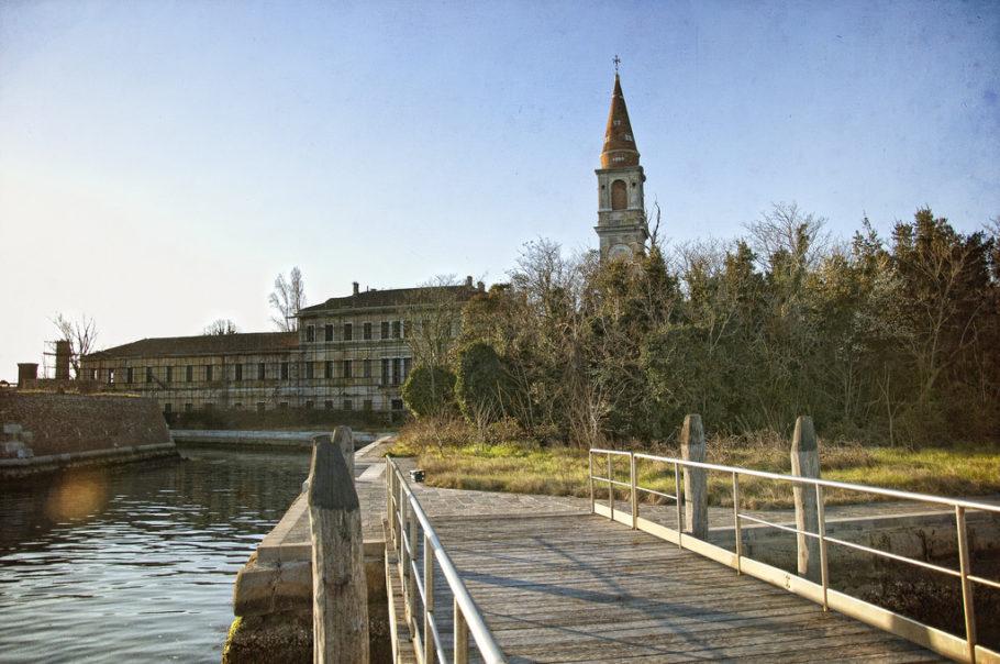 Остров Повелья в Италии