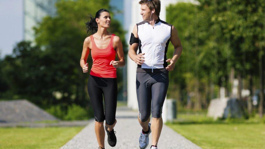 парень с девушкой на пробежке