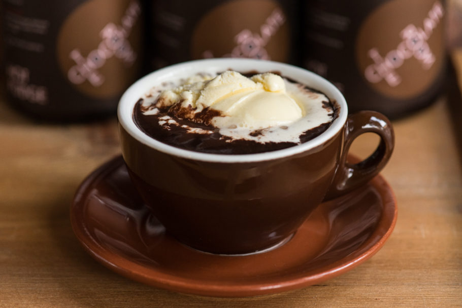 горячий шоколад со сливками
