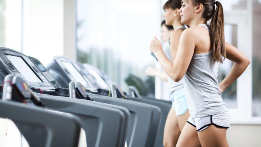 Похудение с помощью кардио займет больше времени, зато и стресс для организма будет меньше