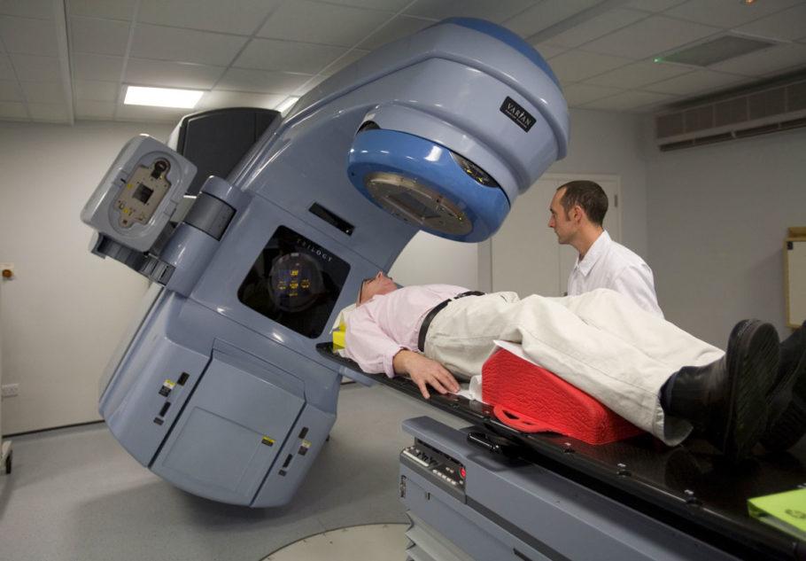 По окончании лучевой процедуры развитие опухоли прекращается и гибнут патогенные клетки