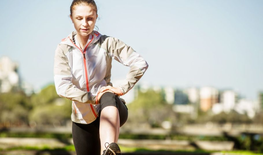 Не нужно комплексно растягивать мышцы, это не дает никакого эффекта, напротив, есть возможность получить травму