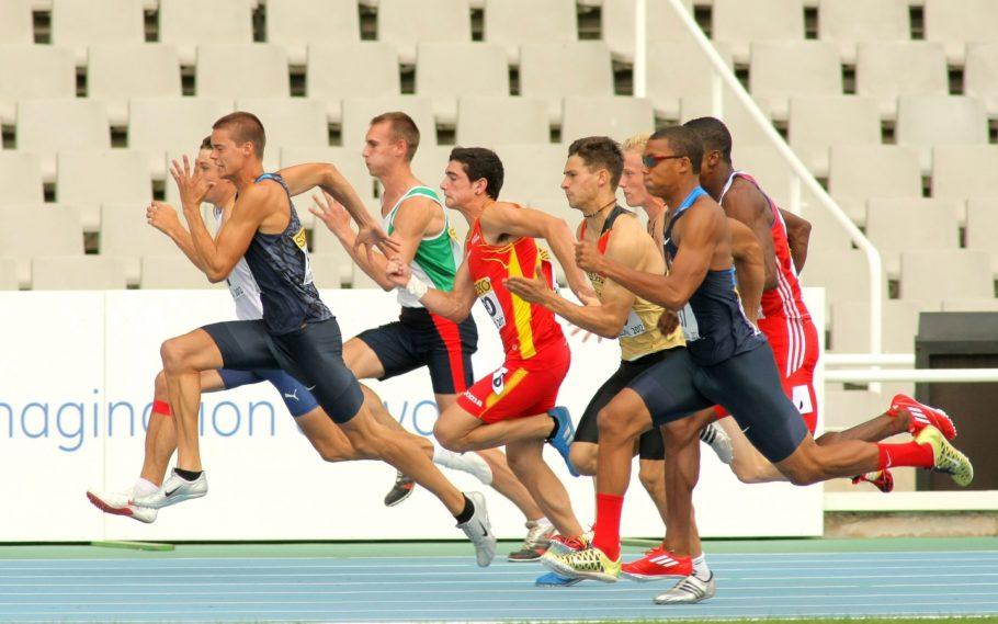 Спринтерский бег является отличным способом повысить выработку адреналина, который положительно сказывается на общем самочувствии спортсмена и его гормональной системы