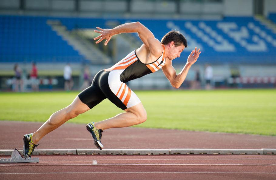 Длинна дистанций в спринтерском беге упирается в физические возможности человека, которые довольно ограничены и способны выдать максимум своей производительности лишь на короткий промежуток времени
