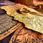 Старые карты и лупа