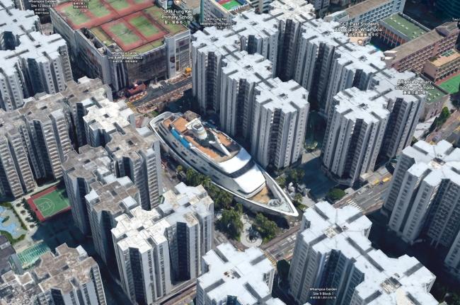 Круизный лайнер посреди Гонконга