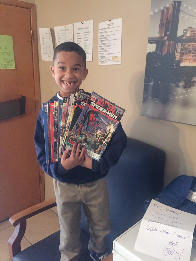 Мальчик получил любимые комиксы