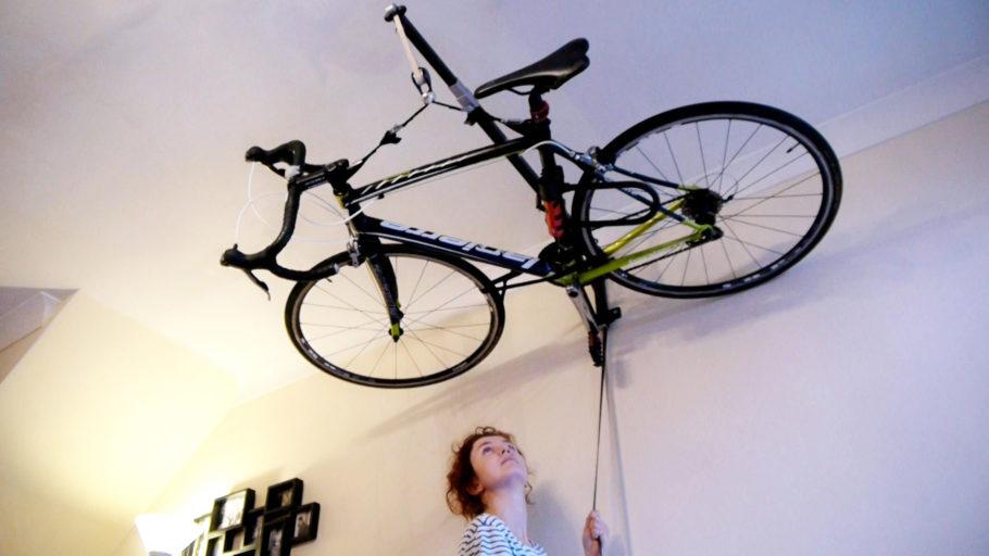 Устройство для компактного хранения велосипеда
