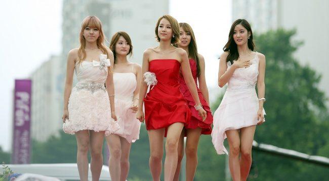 Кореянки в платьях