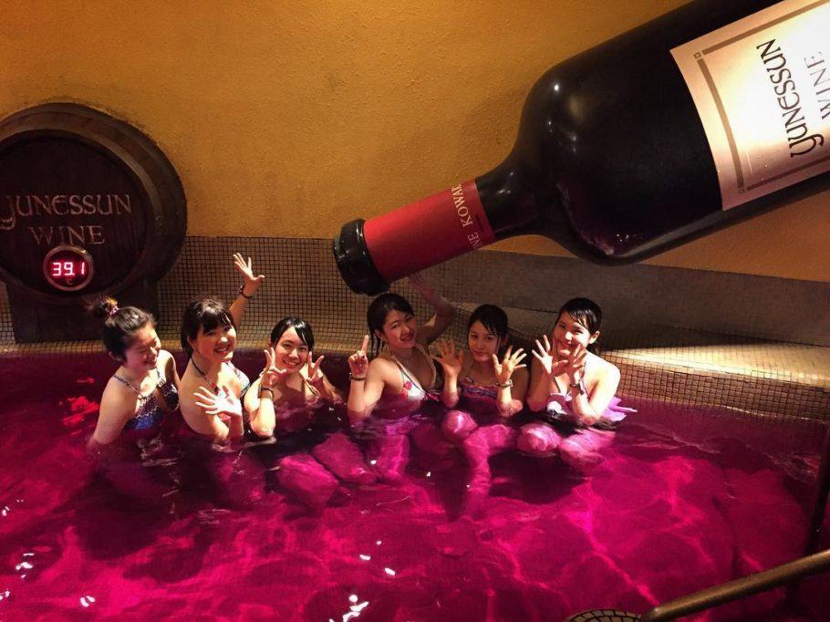 Курорт, где можно плавать в вине, саке и кофе