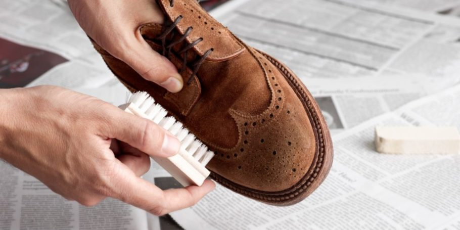обувь чистят щеткой
