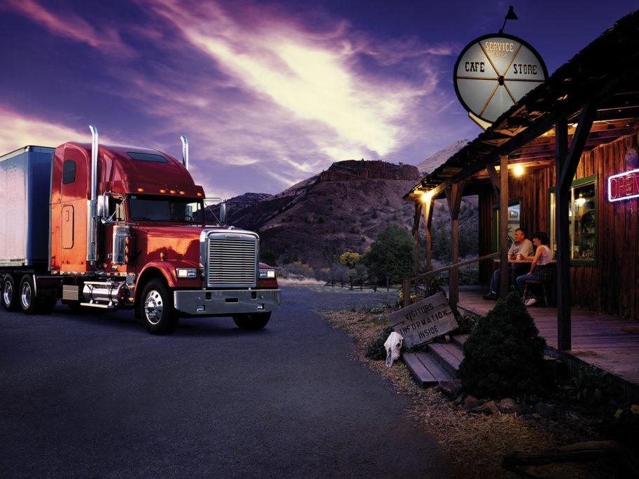 грузовик возле кафе